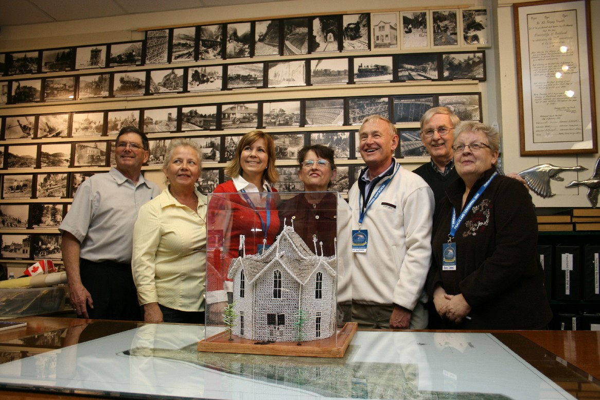 Centennial Committee with Mary Walker and her replica of the Museum